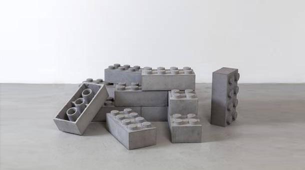 concrete legos vom spielzeug zur kunst. Black Bedroom Furniture Sets. Home Design Ideas