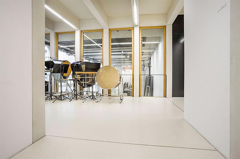 Fußboden Legen Xbmc ~ Beton fußboden design zementgebundener boden im theater