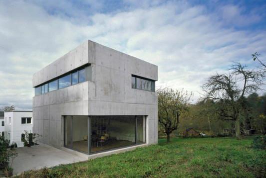 einfamilienhaus in esslingen raue betonhaut mit eingeschnittenen lichtb ndern objekte. Black Bedroom Furniture Sets. Home Design Ideas