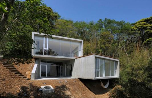 Ferienhaus In Kisami Ortbetonquader An Einem