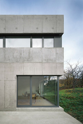 einfamilienhaus in esslingen raue betonhaut mit. Black Bedroom Furniture Sets. Home Design Ideas