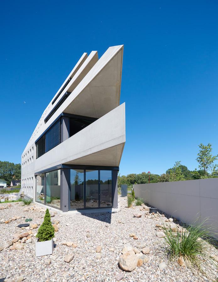 wohnhaus futurarc 1 in warnem nde gut verankert. Black Bedroom Furniture Sets. Home Design Ideas