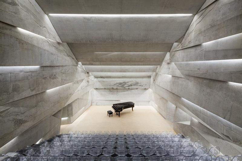 Konzerthaus in blaibach die kunst steht im mittelpunkt - Beton architektur ...