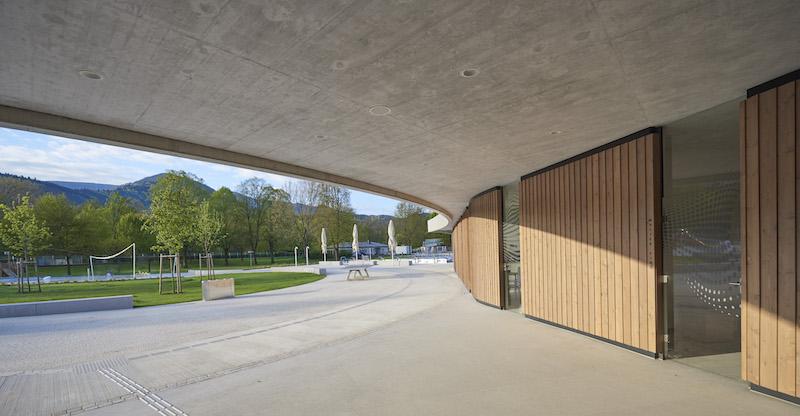 Neues freibad in waldkirch kollnau natur und architektur - Schwimmbad architektur ...