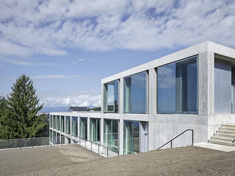 Schul und gemeindezentrum belmont sur lausanne schweiz for Architecte lausanne
