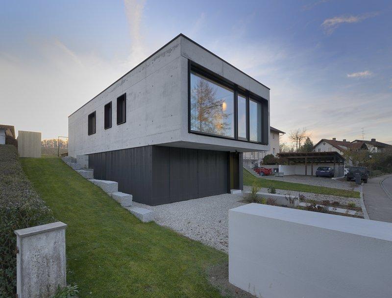 Einfamilienhaus in aiterbach minimalistischer monolith - Architektur einfamilienhaus modern ...