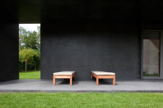 haus meyer in gro munzel kleines schwarzes aus beton. Black Bedroom Furniture Sets. Home Design Ideas