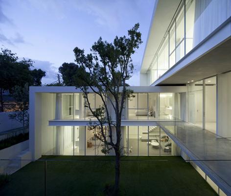 Wohnhaus in Ramat Hascharon - Strahlend weiße Villa aus Beton und ...