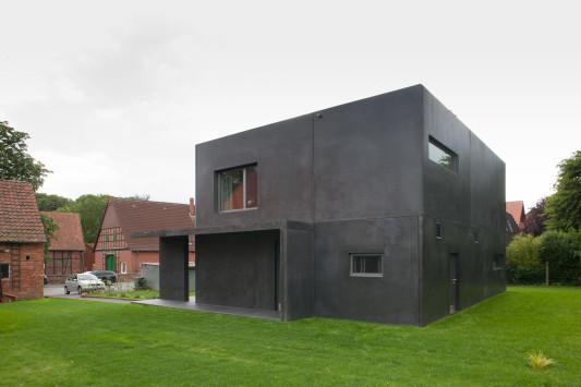 Haus Meyer in Groß Munzel - Kleines Schwarzes aus Beton - Objekte ...