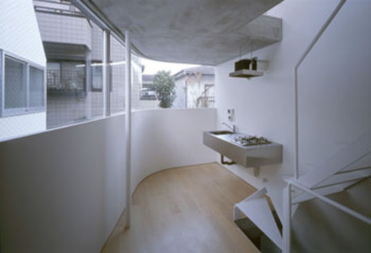 Wohnen In Tokio biker wohnhaus in tokio j mit dem motorrad in die wohnung