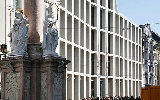 Kaufhaus in innsbruck a mehr als fassade objekte for Architektur innsbruck