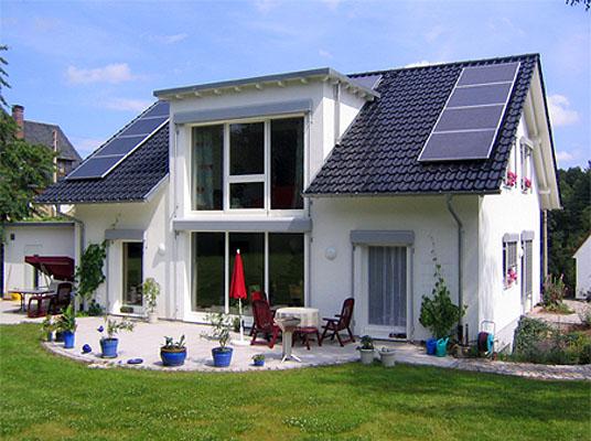 Passivhaus in crimmitschau klassisches einfamilienhaus for Klassisches einfamilienhaus