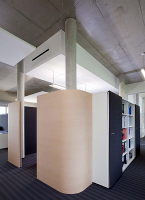 verwaltungsgeb ude in umkirch freiburg qualit tsvoller gewerbebau mit skulpturalem charakter. Black Bedroom Furniture Sets. Home Design Ideas