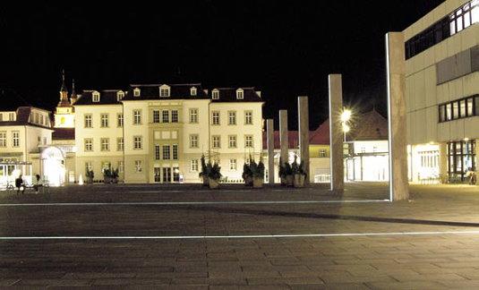 rathausplatz ludwigsburg dem andenken verpflichtet. Black Bedroom Furniture Sets. Home Design Ideas