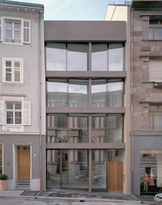 wohn und b rohaus in basel ch filigrane fassade aus betonfertigteilen objekte. Black Bedroom Furniture Sets. Home Design Ideas
