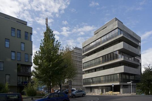 Mehrfamilienhaus in berlin kannelierte betonbr stungen for Mehrfamilienhaus berlin