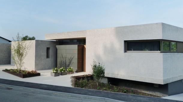 Preisgekr ntes wohnhaus und b ro in riederich for Beton haus bauen