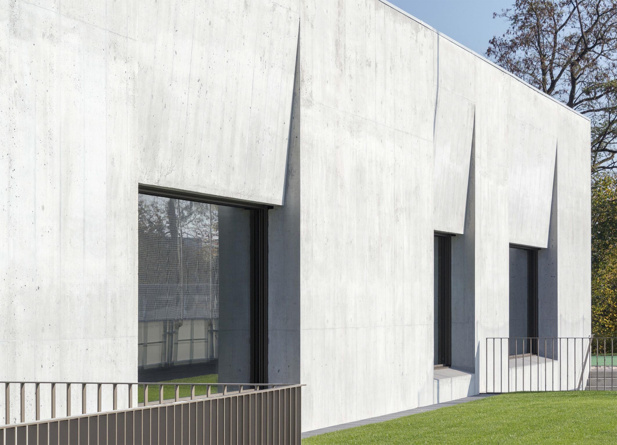 monolith in oensingen ch. Black Bedroom Furniture Sets. Home Design Ideas